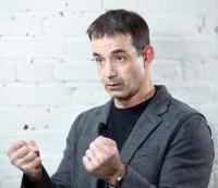 Вернуть «пятилетки» и дать уверенность людям в своем будущем предлагает Дмитрий Певцов
