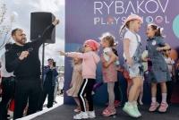 Миллиардер Игорь Рыбаков открыл в Москве сеть детских садов и школ PLAYSCHOOL
