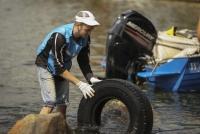 Около 130 покрышек от машин нашли волонтёры акции «Вода России» на дне памятника природы «Озеро Тургояк»