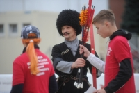Русский дружинник, скиф, казак, воин Османской империи состязались на Красной площади в стрельбе из лука на скаку